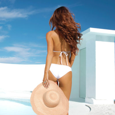 spray-tanned-girl-with-hat